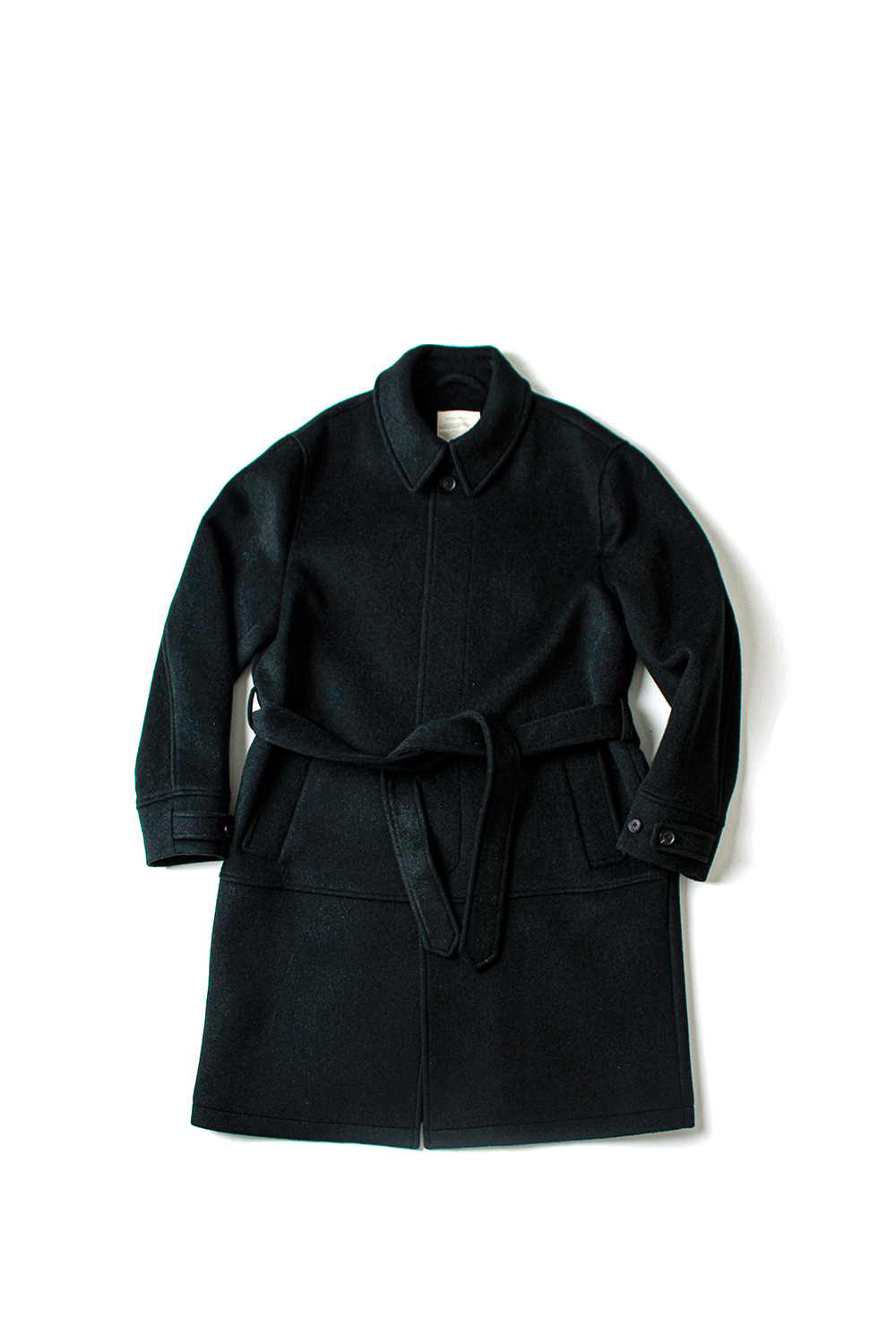 [Ourselves] BELTED MAC COAT (NIGHT CHARCOAL)